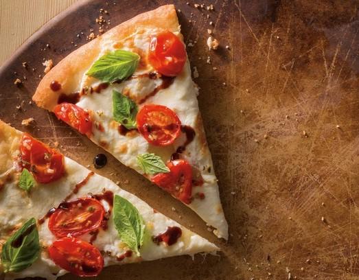 طريقة عمل عجينة البيتزا بجودة ايطالية