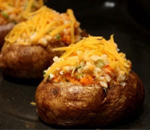 البطاطا المحشية بالخضار