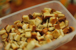 الخبز بالثوم المحمص