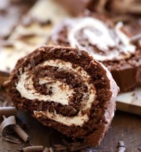 سويسرول بالشوكولا والكريمة