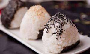 كرات الأرز الياباني