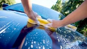 تنظيف السيارة